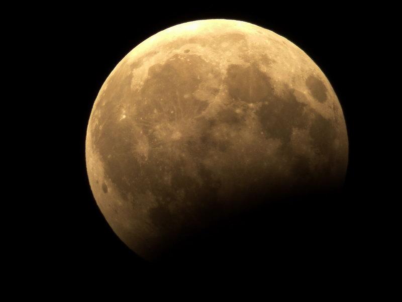 Часткове місячне затемнення у небі Бахмута 07.08.2017 року